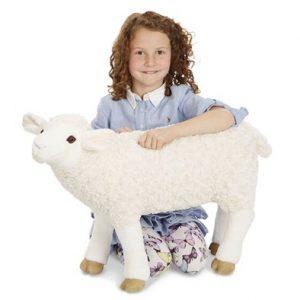 """בובת """"כבשה"""" רכה גדולה Melissa & Doug"""