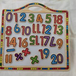 לוח מספרים ופעולות חשבון מגנטי + לוח מחיק עשוי עץ
